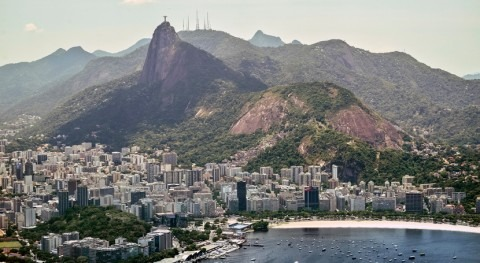 Millones residentes Río Janeiro denuncian posible contaminación agua grifo