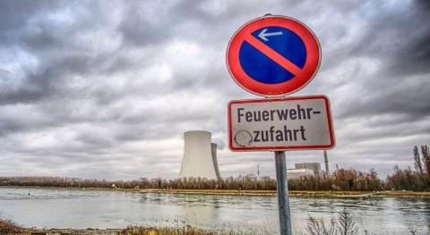 choque dos barcos provoca derrame petróleo Rin altura Dormagen, Alemania