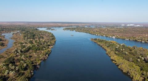 Contraste extremo Zimbabue: inundaciones este, sequía capital