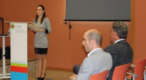 Marta González Cari, durante la defensa de su tesis doctoral en la CEU-UCH.