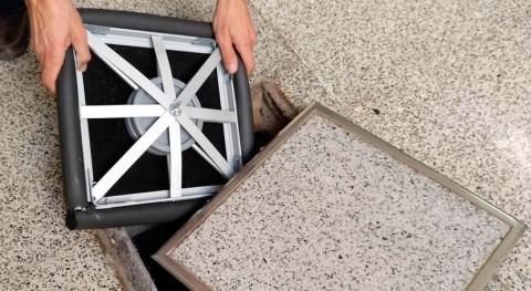 Patentada tapa elástica que evita escape gases y malos olores arquetas y pozos