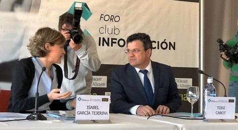 """Isabel García Tejerina: """"Este Gobierno trabaja política agua visión futuro"""""""