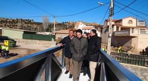 Oliete estrena pasarela río Martín, que sustituye afectada crecida 2013