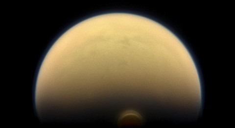 Ciclos hidrológicos Titán y agua líquida Encélado, hallazgos misión Cassini