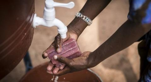 nuevo informe alerta asequibilidad acceso al agua, saneamiento y higiene