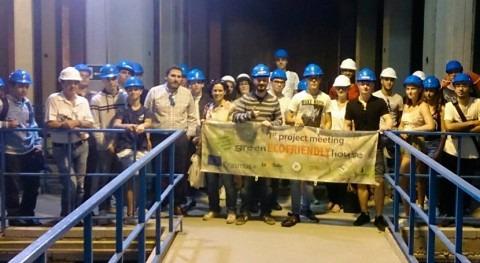 grupo estudiantes Erasmus visita desaladora Carboneras