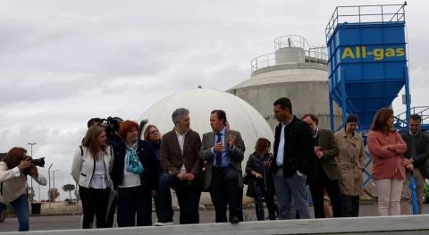 Ministro Interior prueba vehículos biogás producidos Aqualia Chiclana