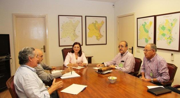 """presidenta CH Júcar recibe Comunidad Regantes """"Príncipe España"""" Albacete"""