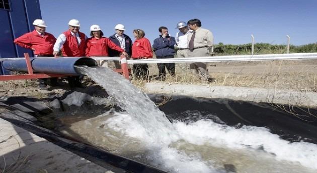 ministros Agricultura y Obras Públicas Chile inspeccionan sistema pozos mitigar déficit zona emergencia agrícola