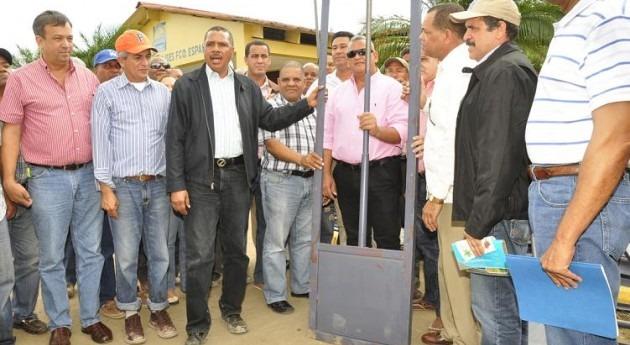 Instituto Nacional Recursos Hidráulicos República Domincana entrega 90 compuertas Junta Regantes Esperanza