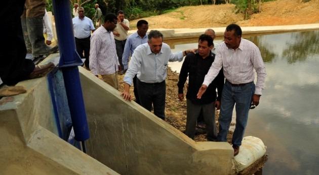 Instituto Nacional Recursos Hidráulicos Dominicana construye dique Mina Miches