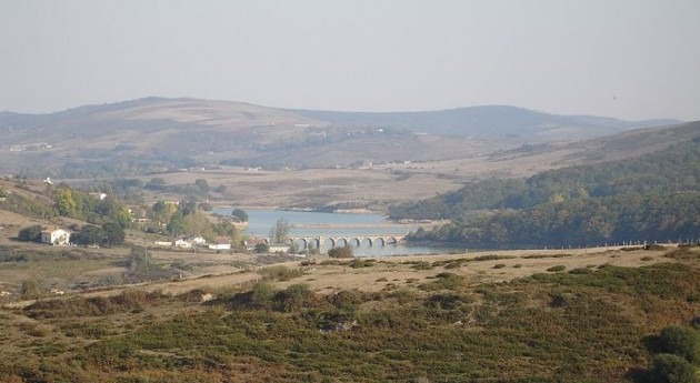 Embalse del Ebro (wikipedia)