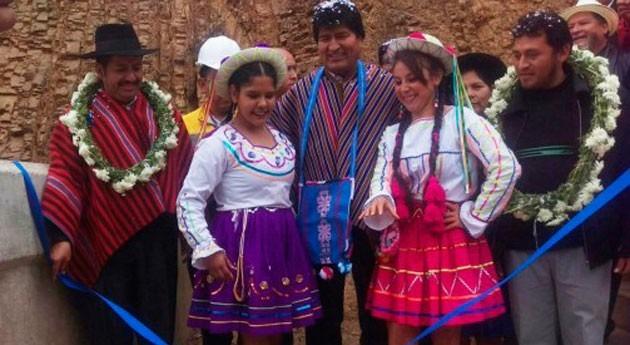 nueva presa Escaleras amplía 300 hectáreas riego municipio Villa Serrano Bolivia