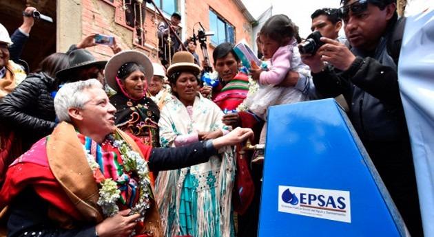 Gobierno boliviano entrega sistemas agua potable más 10.000 vecinos Alto