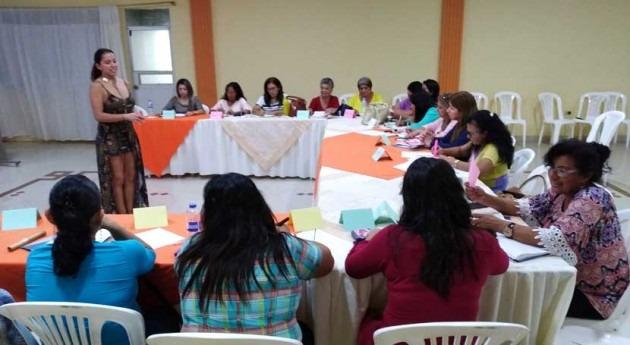Mujeres líderes gestión agua Ecuador asisten al evento Secretaría Agua