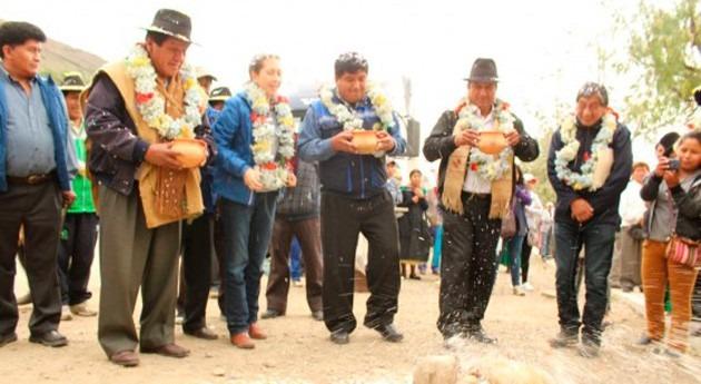 Gobierno boliviano inicia construcción sistema alcantarillado Taypichullo