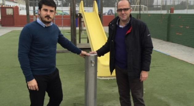 Aqualia dona al Ayuntamiento Barbate varias fuentes bebedero