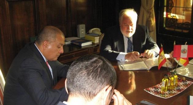 Arias Cañete recibe al Ministro Agricultura y Riego República Perú