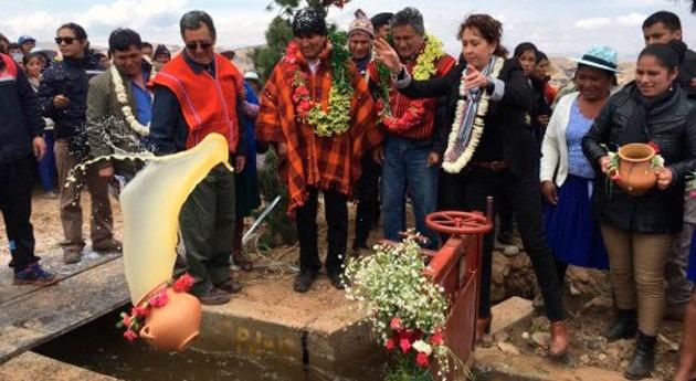 Bolivia entrega sistema riego comunidades productoras Tiraque