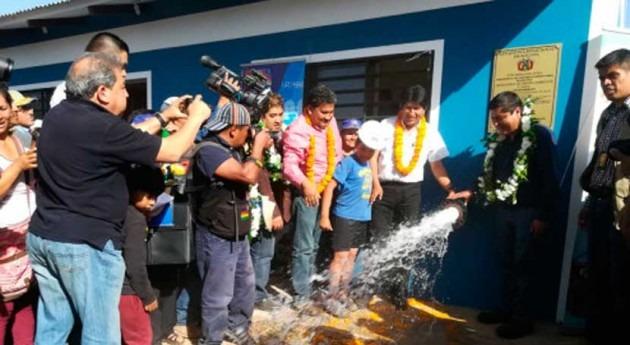 Gobierno Bolivia entrega sistema agua potable más 2.000 familias