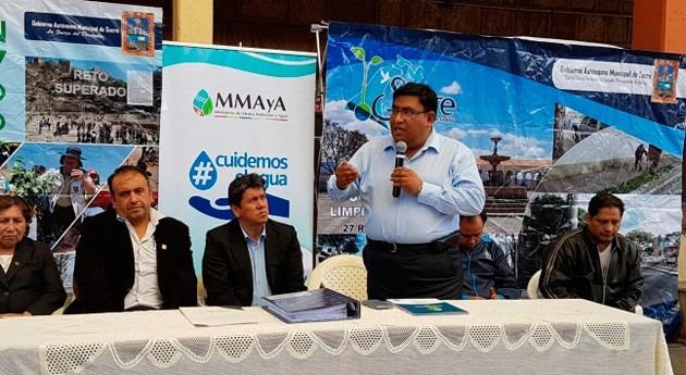 Bolivia construye sistemas cosecha agua 8 distritos municipio Sucre