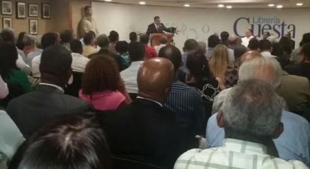 """Héctor Rodríguez Pimentel pone circular libro """" agua, eje desarrollo sostenible"""""""