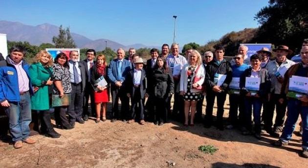 Comisión Nacional Riego entrega 3.9 millones dólares bonos desarrollar obras regadío Hijuelas