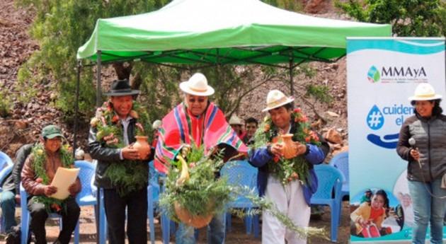 Bolivia construye 543 sistemas cosecha agua Potosí disponer agua segura