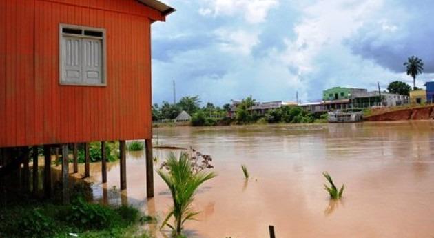 Río Acre desbordado (Mindef).