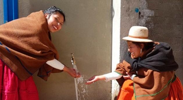 Bolivia entrega sistemas agua potable y alcantarillado sanitario vecinos Escoma