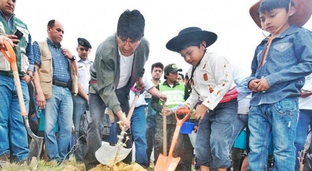 Evo Morales convoca al mundo terminar contaminación