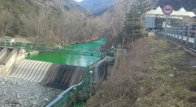 causa coloración verdosa río Valira