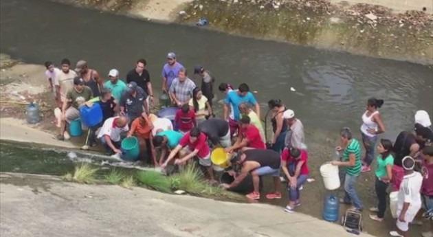 ¿ qué venezolanos recurren al Río Guaire?