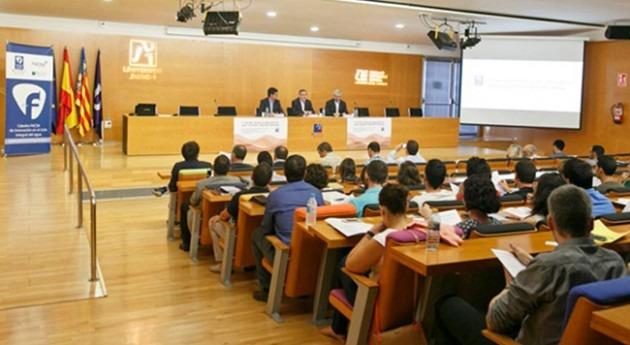 Cátedra FACSA UJI convoca ocho becas jóvenes investigadores