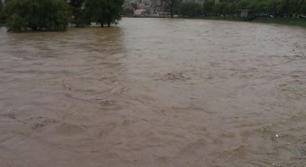 Gobierno Japón evacua 100.000 personas inundaciones