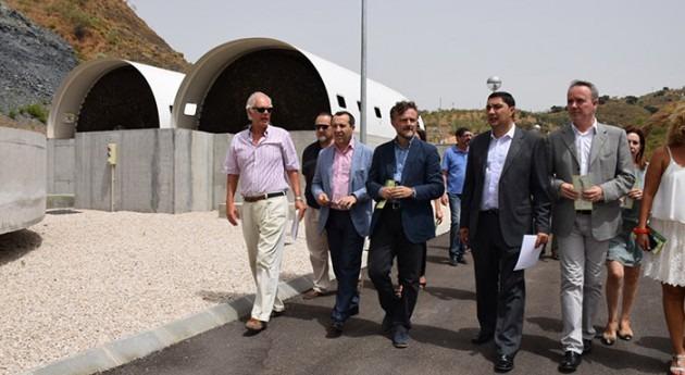 Imagen de la visita del Consejero de Medio Ambiente andaluz a la EDAR