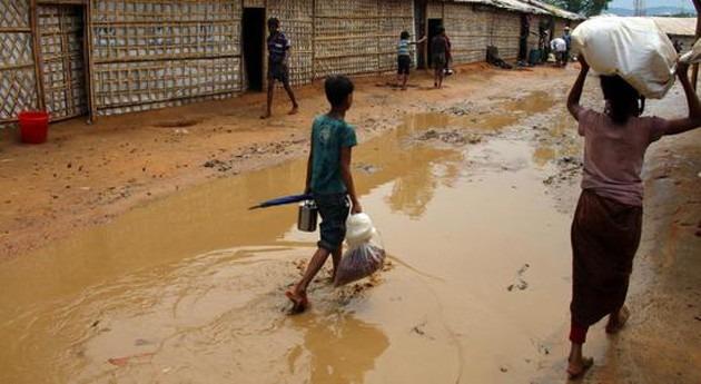 primera gran tormenta monzón inunda campos refugiados rohingya Bangladesh