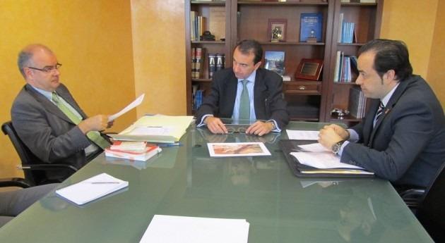 Reunión entre el alcalde de Estremera y el presidente de la CH Tajo