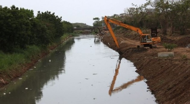 Ministerio Obras Públicas realiza jornada limpieza quebrada Gallinaza