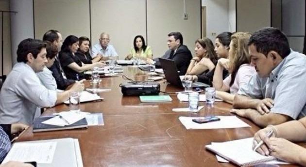 Paraguay analiza provisión agua potable y saneamiento asentamientos urbanos