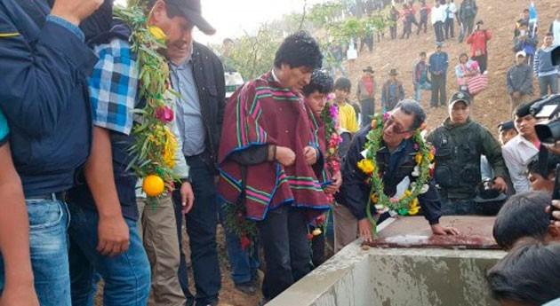 Gobierno Bolivia entrega obras riego y agua potable Mojoyoca