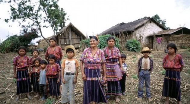 Familia guatemalteca. Foto de archivo: ONU/F. Charton