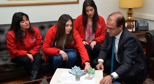 Undurraga recibe jóvenes premiadas Suecia proyecto eficiencia hídrica