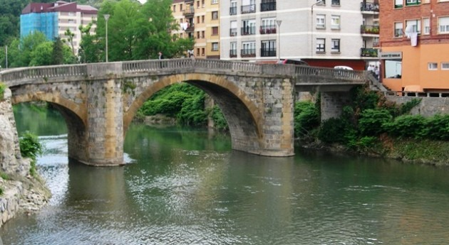 URA inicia derribo vano derecho puente Zubimusu Villabona