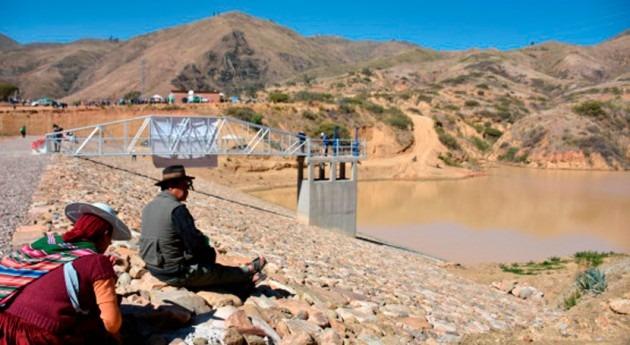 Bolivia garantizará agua riego 150 hectáreas gracias represa Sacaba