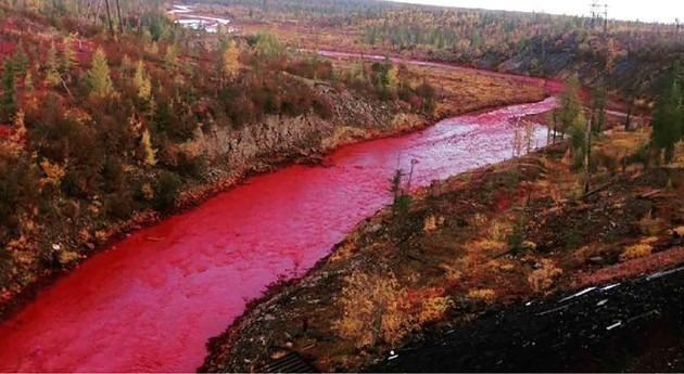 fuga contaminantes tiñe rojo río ruso