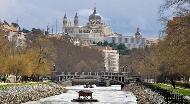 Río Manzanares a su paso Madrid