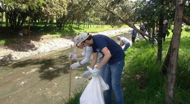 1.118 SalvAGUArdianes retiran 20 toneladas residuos fuentes hídricas Colombia