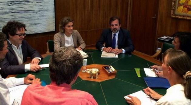 Isabel García Tejerina en una reunión con las asociaciones ecologistas
