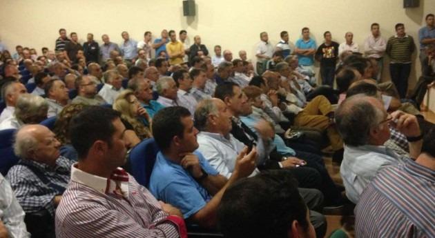Gobierno extremeño explica agricultores Almendralejo anteproyecto regadíos Tierra Barros